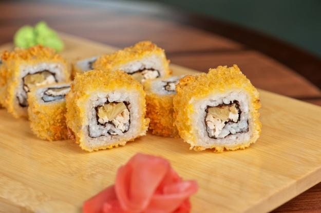 Hot roll, prato frito da culinária japonesa que se tornou popular no Brasil