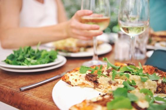 vinho-branco-harmoniza-queijo-peixe-frutos-do-mar-massa-salada-sobremesa-risoto